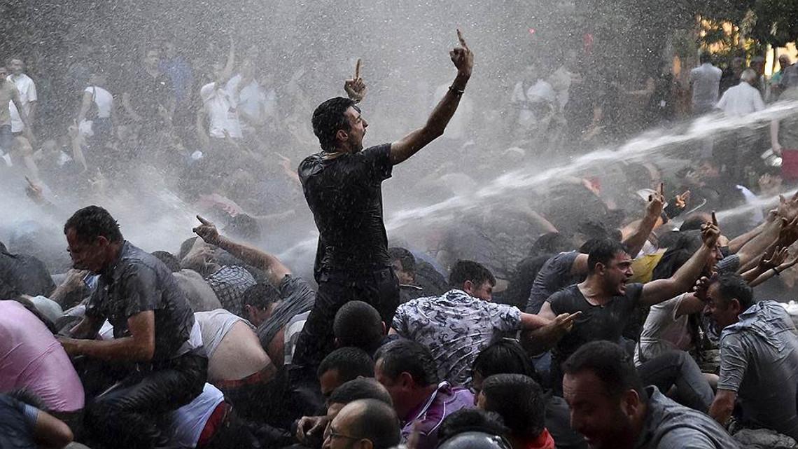 Разгон протеста в Ереване