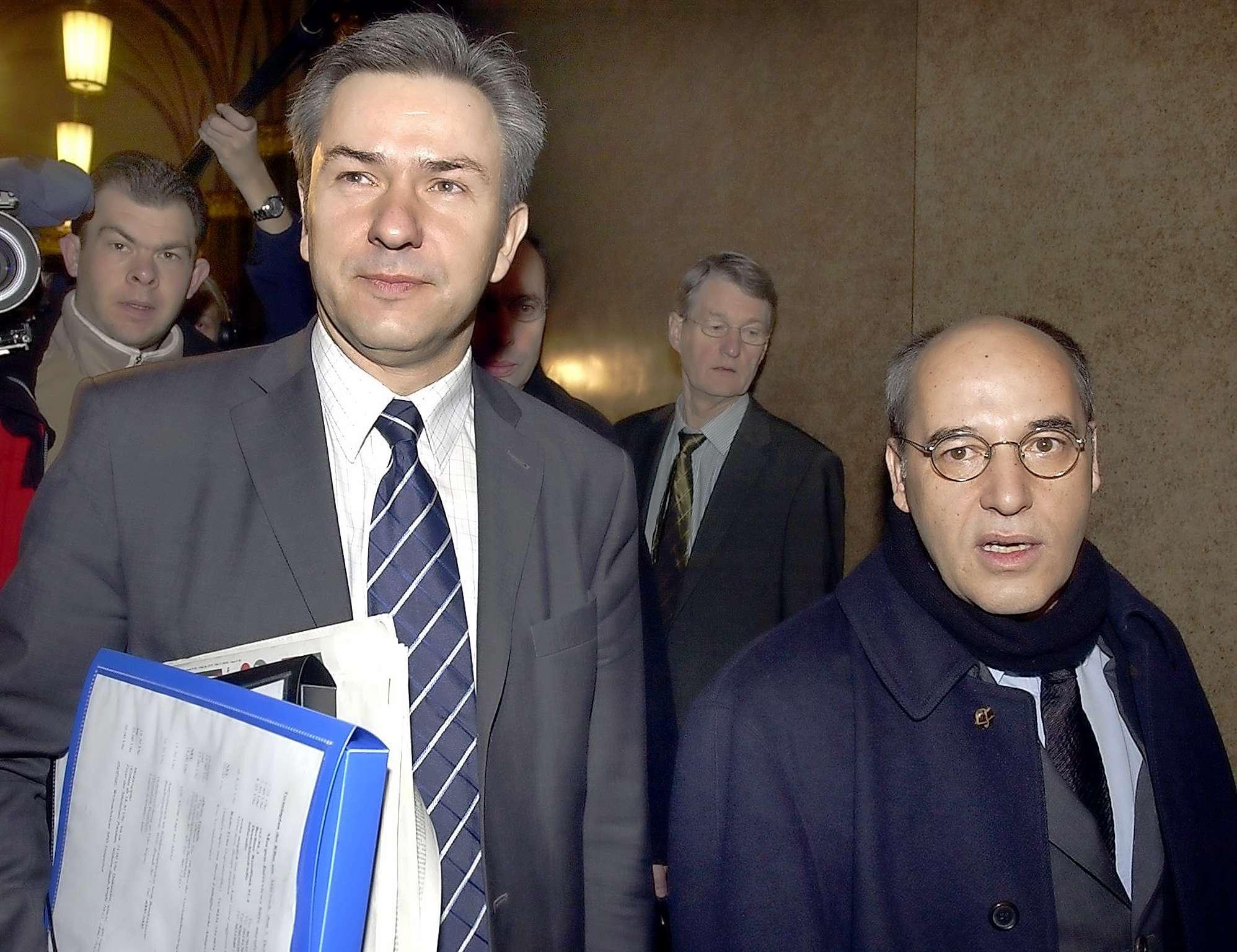 У 2002 році ПДС увійшла в так звану червоно-червону земельну коаліцію в Берліні на чолі із соціал-демократами. Результати цього вкрай суперечливі. Перший урядовий досвід партії очорнило її долучення до приватизації міської інфраструктури.