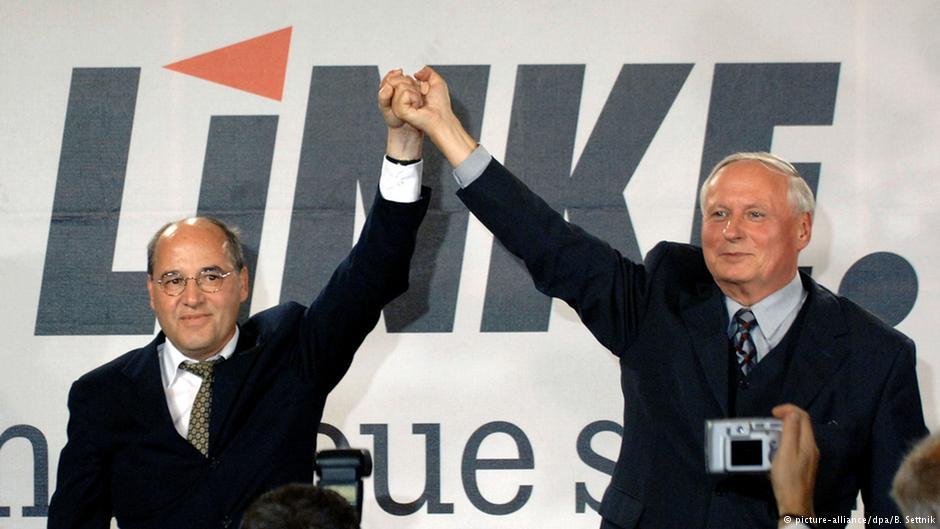 Новообрані співголови Грегор Гізі (зліва) та Оскар Лафонтен (справа) на історичній об'єднавчій партійній конференції 15 липня 2007 року, що зафіксувала злиття їхніх партій.