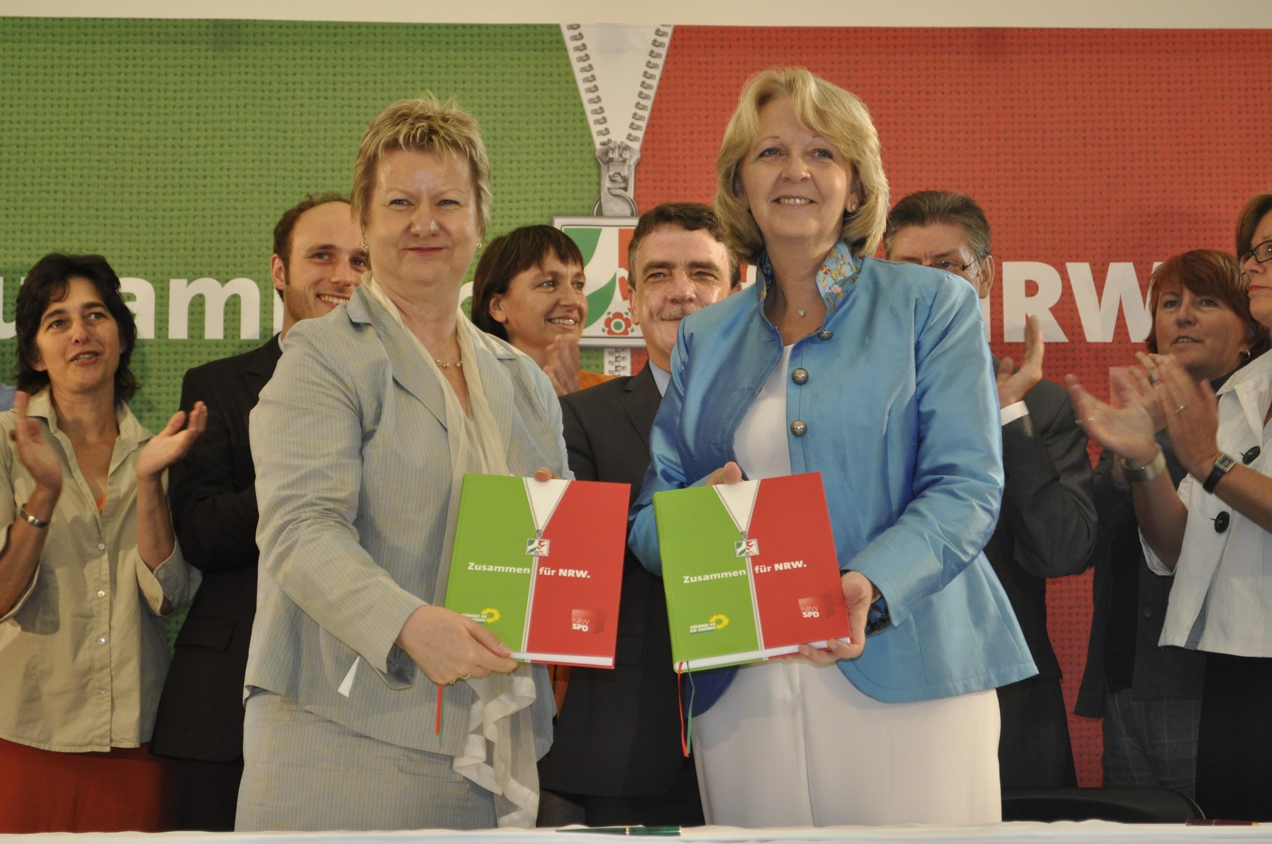 Підписання коаліційної угоди 2010 року для створення червоно-зеленого уряду меншості в західнонімецькій землі Північний Рейн-Вестфалія. Така коаліція стала можливою лише за згоди Лівої партії толерувати її. Лівиця вперше увійшла в парламент землі, але завдяки збігу обставин саме підтримка від її невеликої кількості депутатів одразу ж виявилася критичною для отримання більшості будь-якою з традиційних коаліцій.