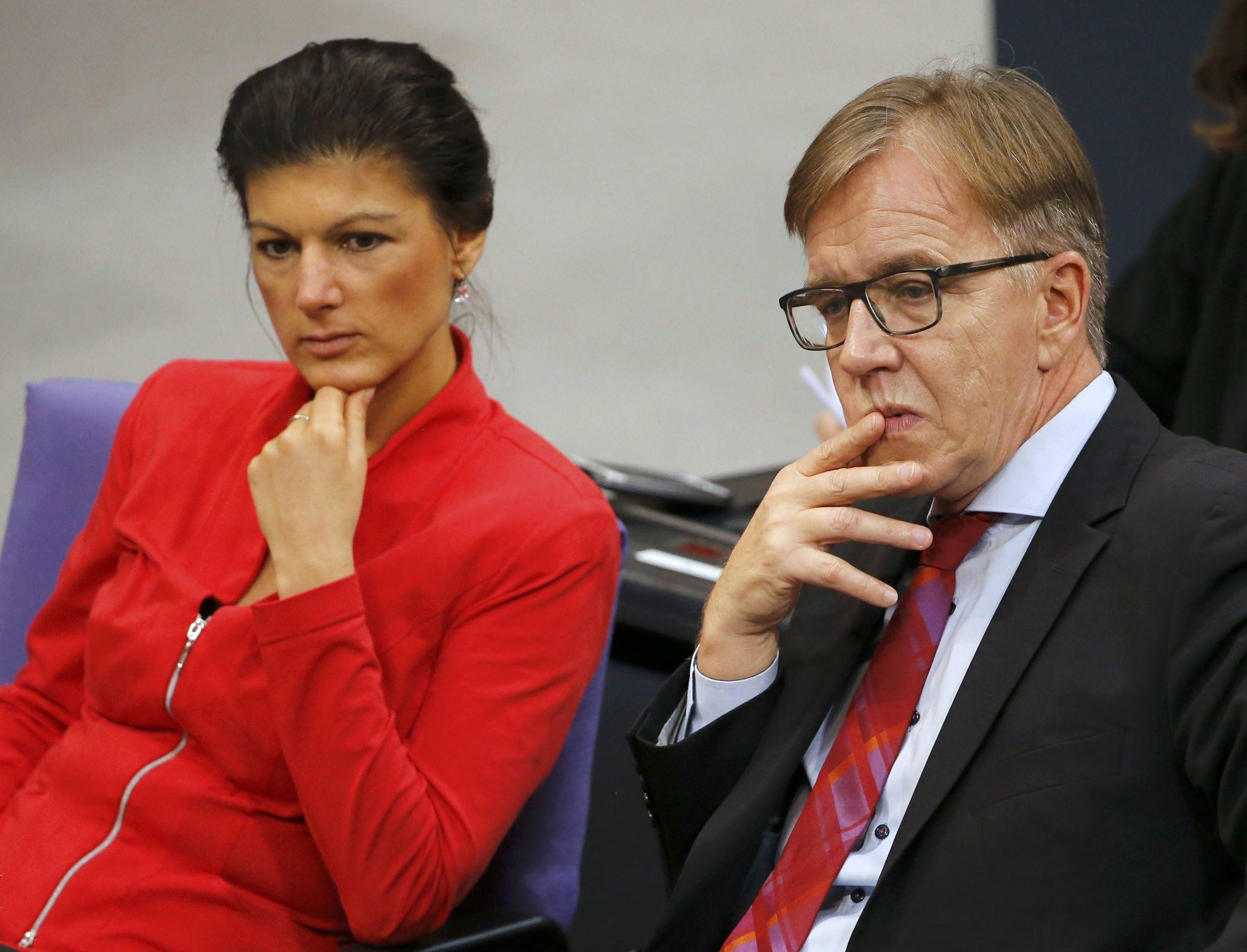 Сара Вагенкнехт і Дітмар Бартч — співголови Лівої фракції в Бундестазі. В німецькій політиці парламентські фракції представляють доволі автономні структури і мають власне керівництво, що може не співпадати з керівництвом партії. Втім, у Лівих орієнтація на плюральність діє і тут. Двоє співголів компромісно представляють різні партійні крила, як і співголови партії.