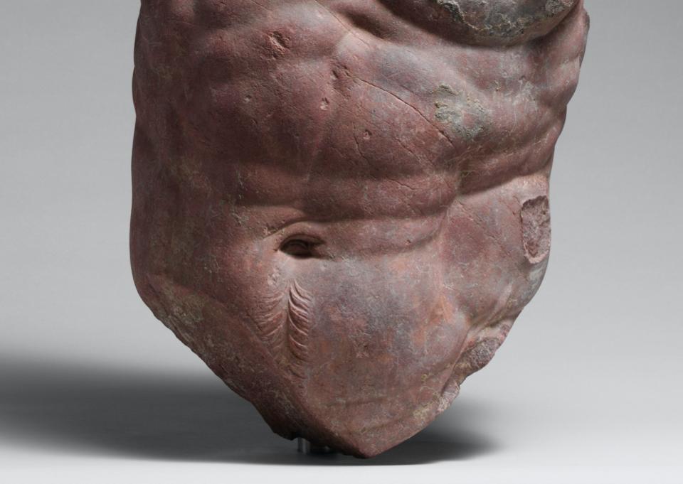 Римляни також робили копії, використовуючи мармур різних кольорів для зображення відтінку шкіри. Мабуть, саме через це червоний античний мармур був використаний для цієї римської копії ІІ ст. із грецького оригіналу статуї кентавра. Музей мистецтва Метрополітен, Нью-Йорк