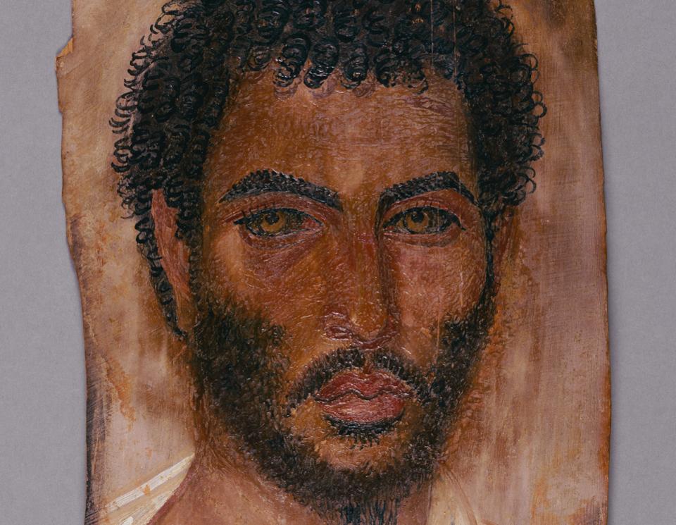 Романо-єгипетський портрет бородатого чоловіка, близько 150–170 р. н.е. Енкаустика на дереві. Так звані «Фаюмські портрети», що дають краще уявлення про колір шкіри середземноморських народів, особливо в Єгипті. Нині перебуває в музеї Гетті.