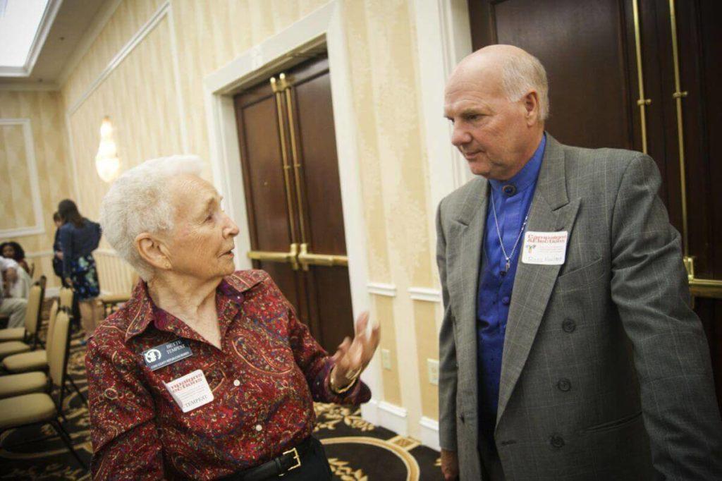 Бетти Темпест и пастор К. Росс Ньюленд, участники тренинга для республиканцев Джорджии. Фото: Давид Кравчик