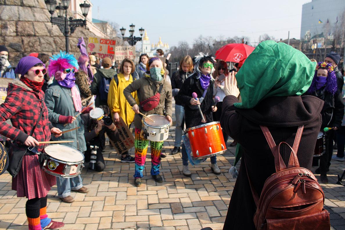 «Ритми спротиву» на феміністичному марші 8 березня 2017 року. Фото: Сергій Мовчан