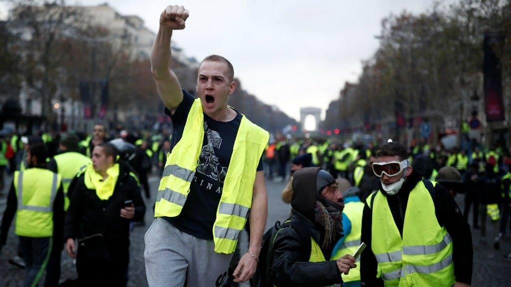 Желтые жилеты. Протесты в Париже